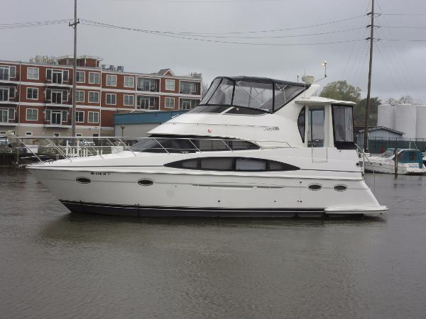Carver 396 Motor Yacht ON THE WATER