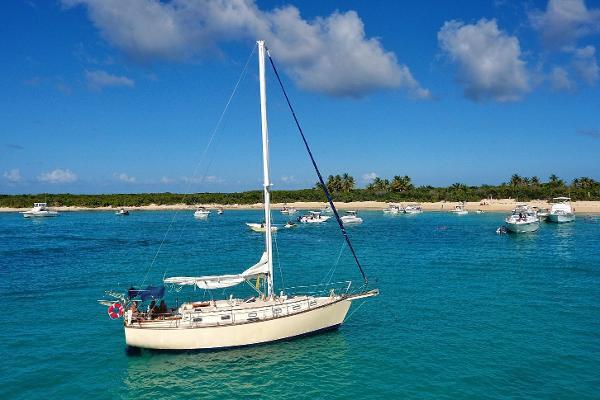 Island Packet 38 LOLA at anchor