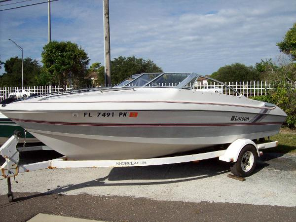 Larson Cuddy Cabin Sport Boat