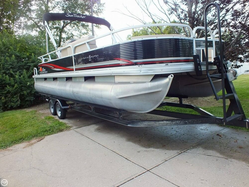 Sun Tracker Fishin' Barge 24 DLX 2012 Sun Tracker FISHIN' BARGE 24 DLX for sale in Cincinnati, OH