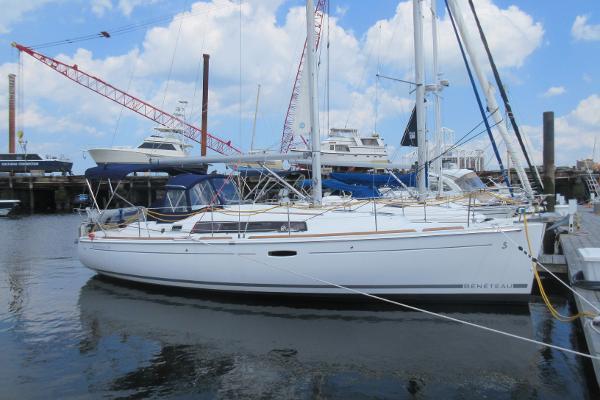 Beneteau Oceanis 34 Beneteau 34 Tambosi Hull profile stbd