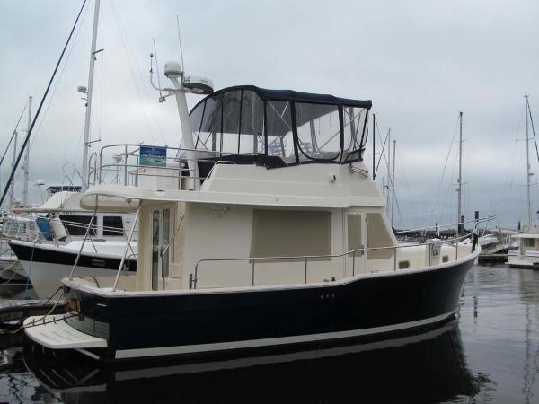 Mainship 34 Trawler Starboard Side