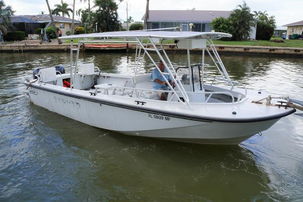 Boston Whaler 27 Guardian Center Console