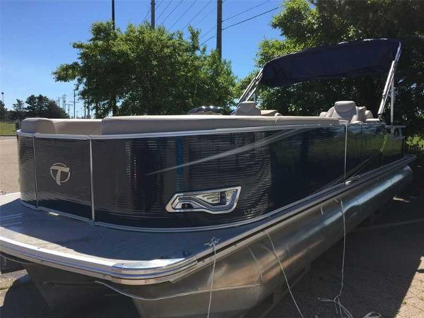 Tahoe Pontoon 2685 LTZ Rear Lounge
