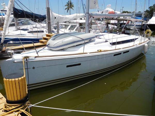Jeanneau 409 with air & gen At the dock