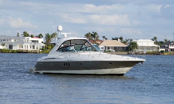 Cruisers Yachts 420 Express Cruisers 420 Express Profile