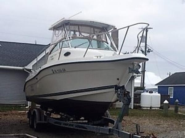 Seaswirl Striper 2300 Bow view