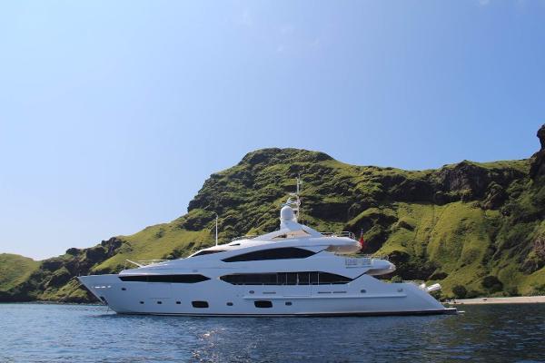 Sunseeker 40M Yacht