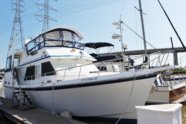 Marine Trader Tradewind Exterior starboard
