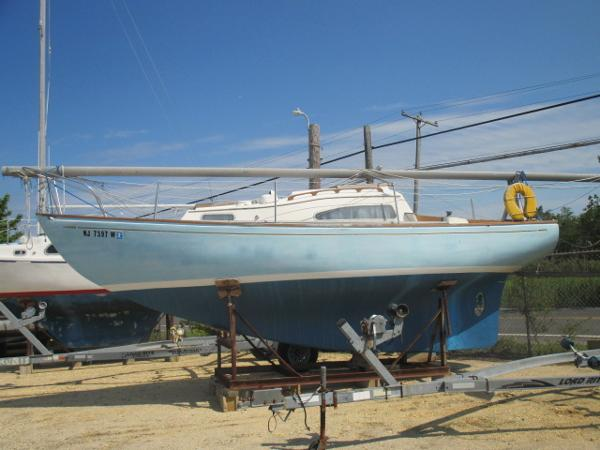 Paceship Eastwind 25
