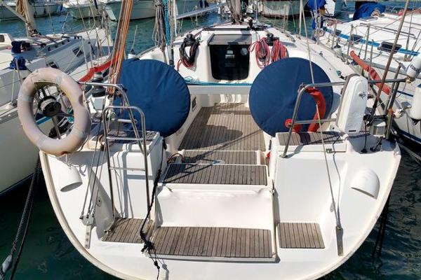 Dufour 385 berthed