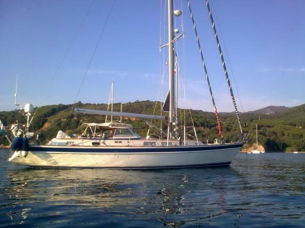 Hallberg-Rassy 53 HT Custom Hallberg Rassy 53 HT Custom - at anchor