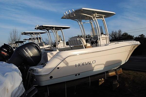 Robalo R222ES 2017-robalo-r222es-center-console-for-sale