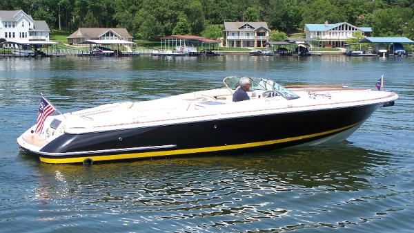 Chris-Craft Corsair 28 Profile