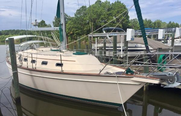Island Packet 370 SLOOP