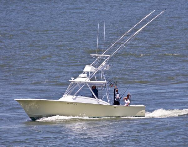 Custom Carolina 34 FISH-AROUND DIESEL CUDDY 2001 34 CUSTOM CAROLINA DIESEL FISH AROUND