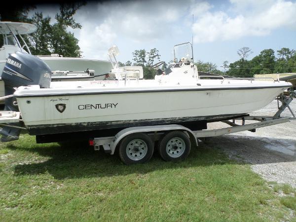 Century 2101 Bay Boat