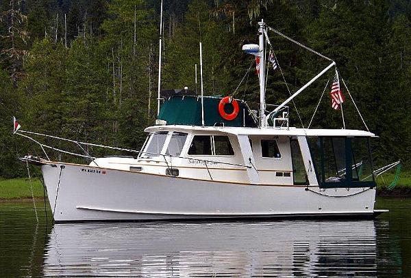 Ontario Yachts Ltd. Great Lakes 33 Beauty Shot