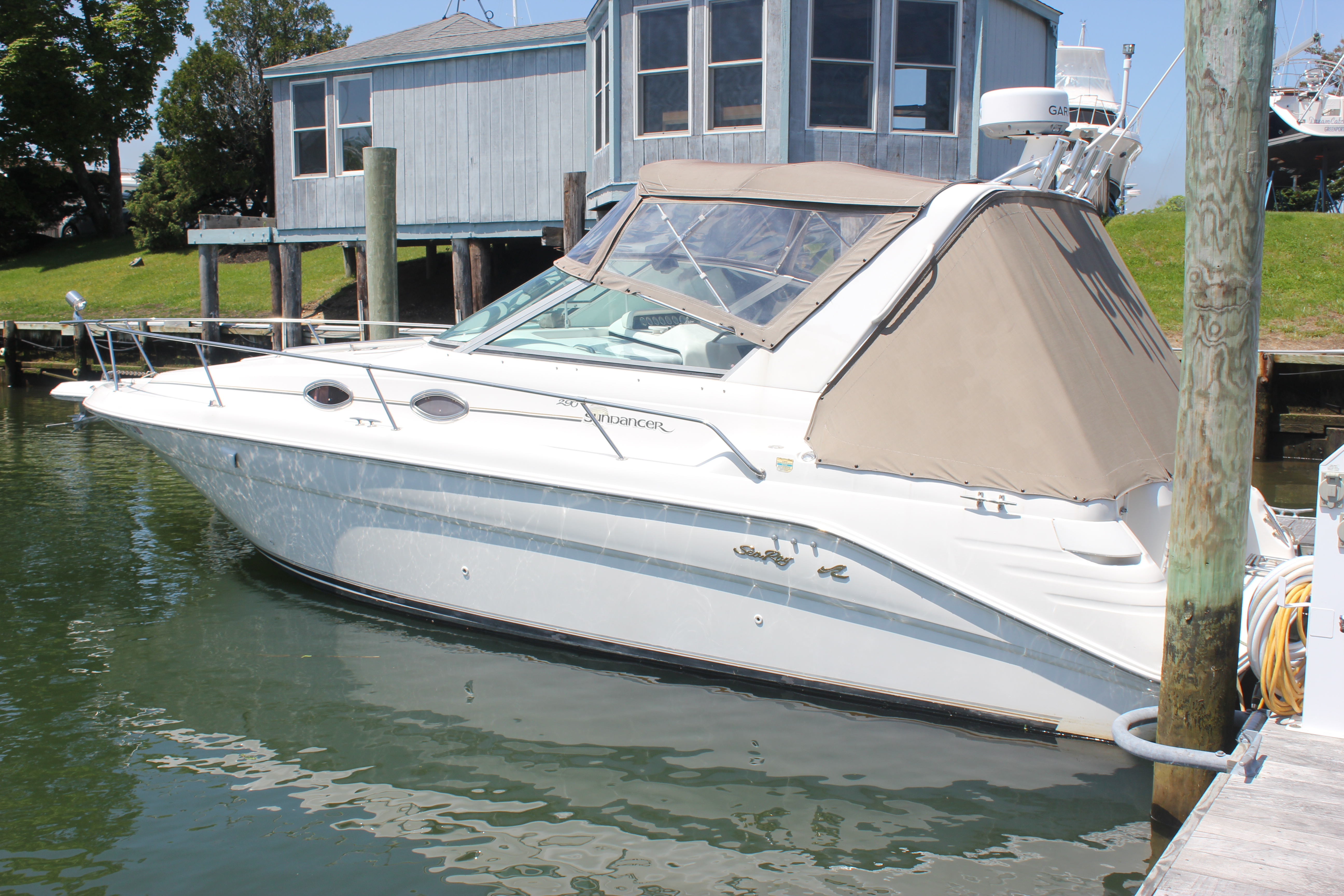 Sea Ray 290 Sundancer Port view