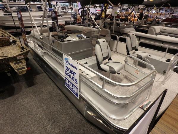 Lowe Boats SF212 Walk Thru