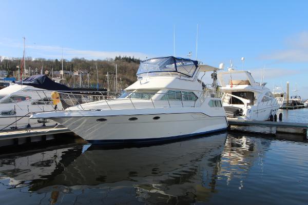 Cruisers Yachts 3850