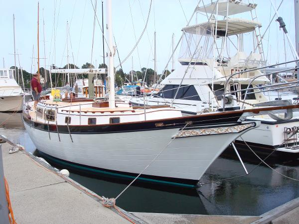 Downeast Yachts Cutter Far Niente At Slip Stb Side