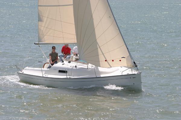 Jeanneau Sun 2500 Jeanneau Sun 2500 - Sailing