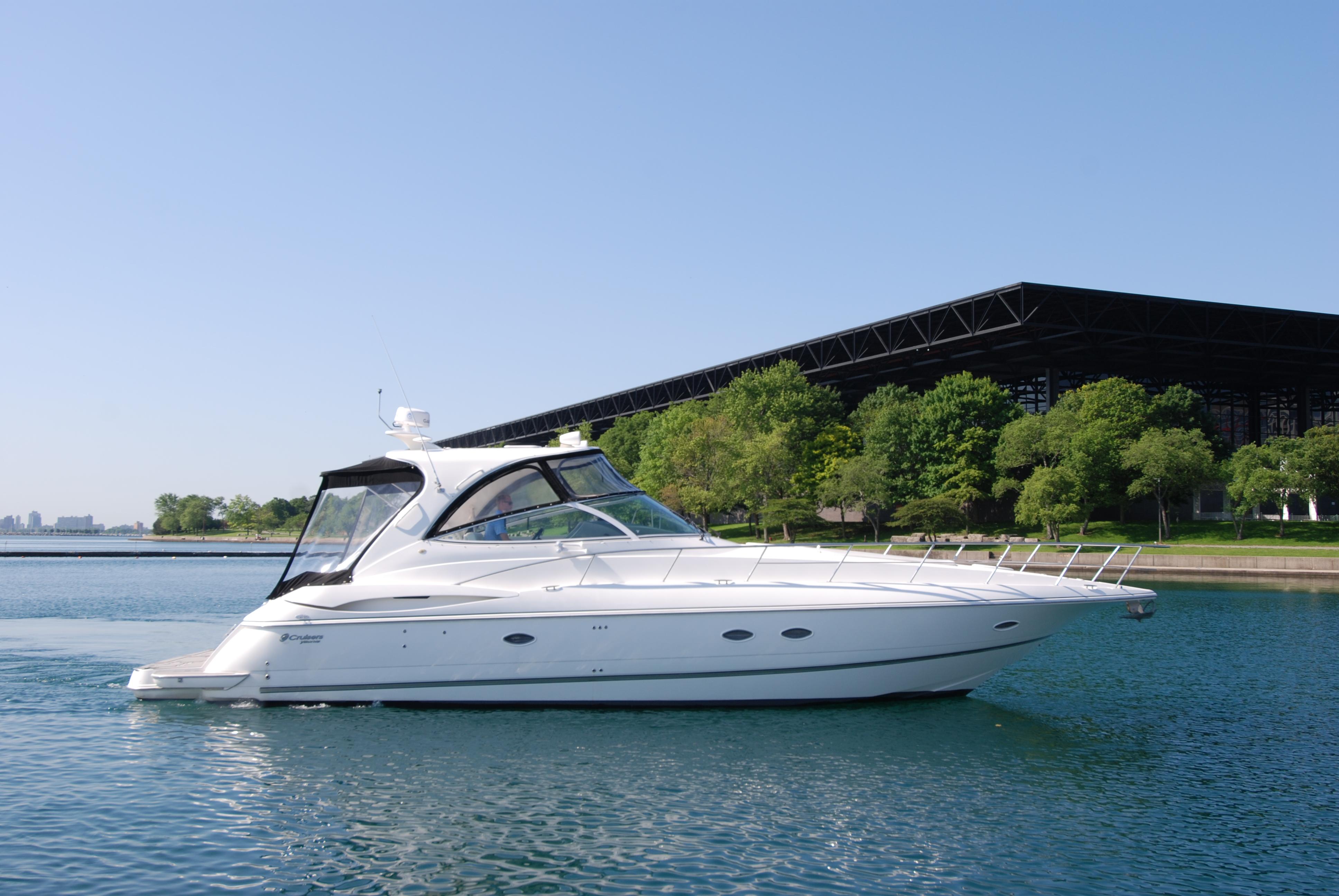 Cruisers Yachts 440 Express Profile
