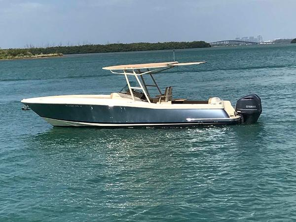 Chris-Craft Catalina Portside Profile