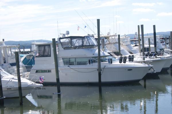 Carver 455 Aft Cabin Motor Yacht