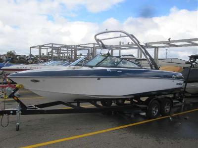 Malibu Boats 23 Ride