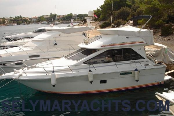 Sea Ray 305 Flybridge