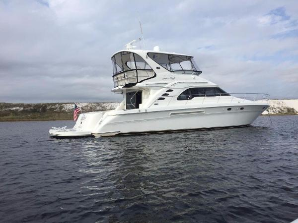 Sea Ray 560 Sedan Bridge On Water