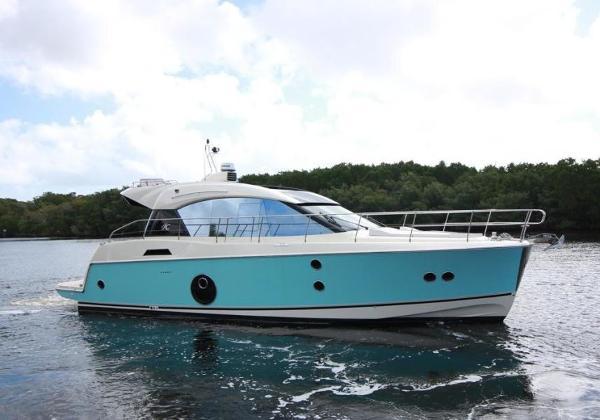 Monte Carlo MC5S Starboard Profile