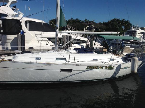 Beneteau 361 Beneteau 361 port side