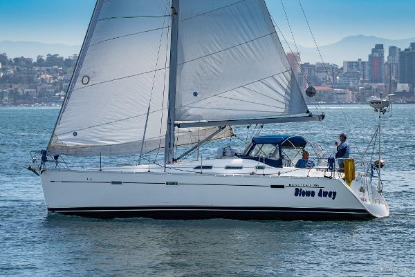Beneteau 393 Portside-Under Sail