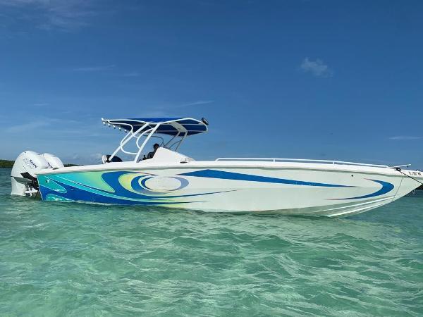 Carrera Boats 32 center console
