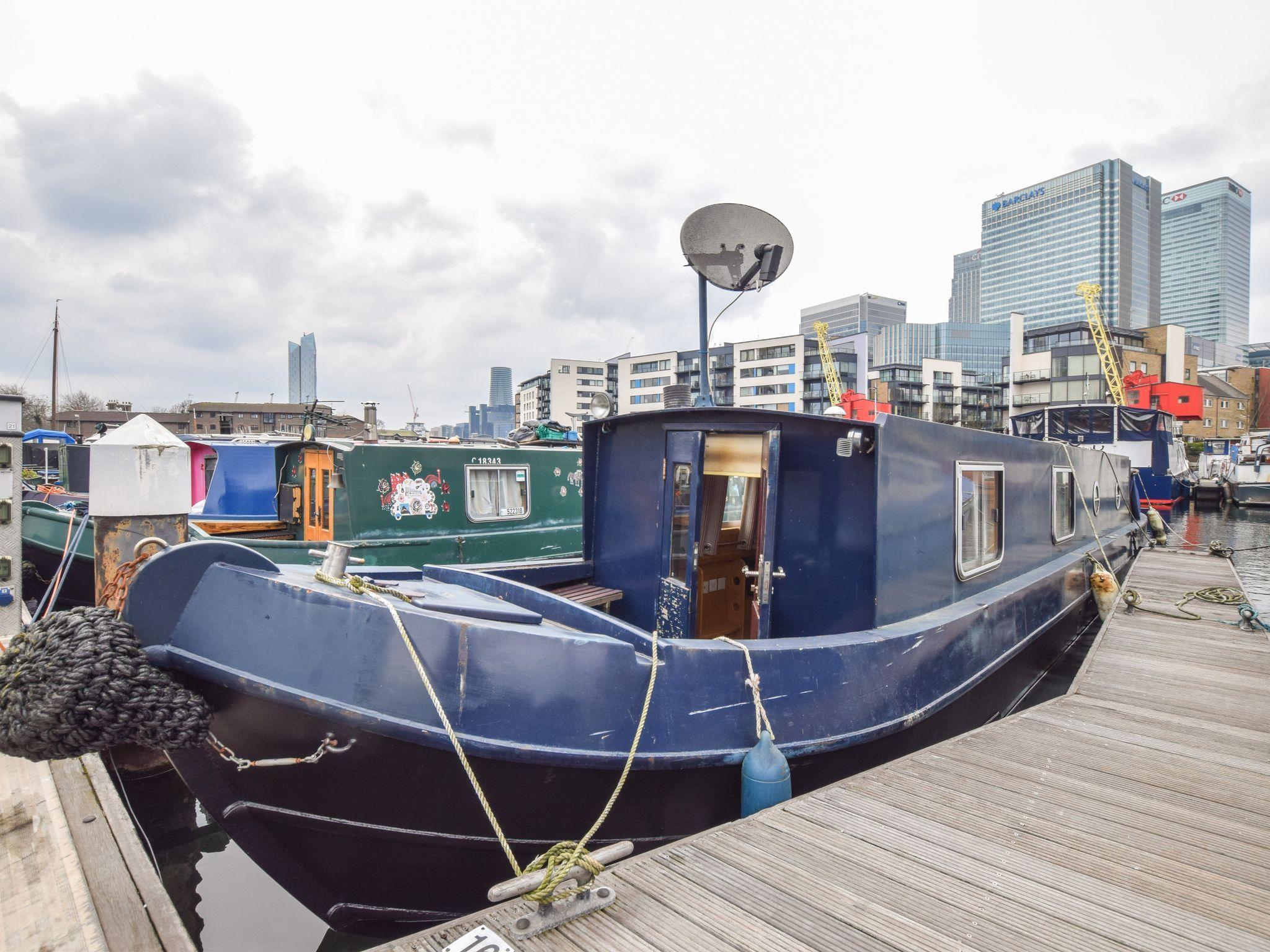 Narrowboat 39ft with London mooring