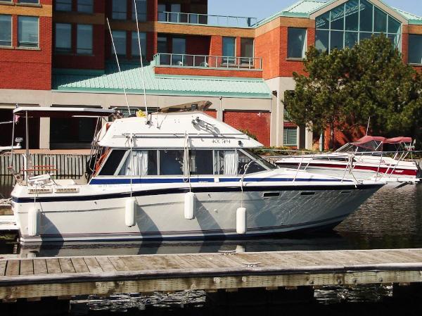 Bayliner 2855 Contessa Command Bridge
