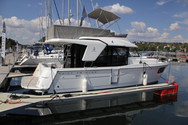 Beneteau. Swift Trawler 30
