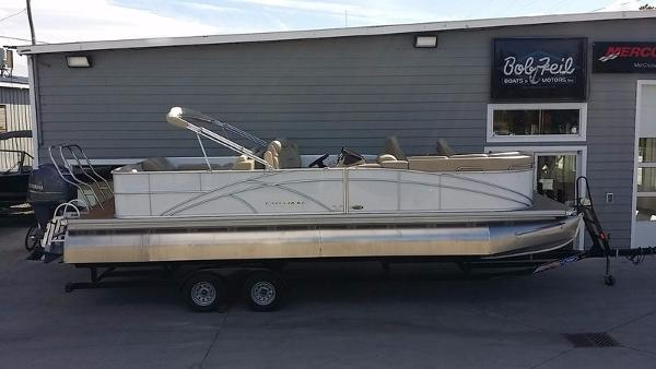 Sylvan 8525 Signature Pontoon