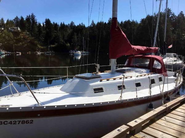 Endeavor Sailboat 32 Cruiser