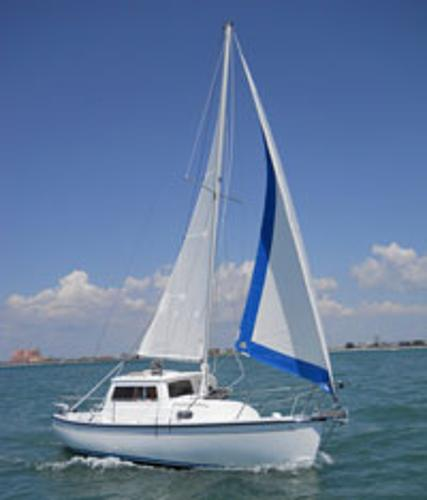 Compac CP 23 Pilothouse Pilothouse under sail