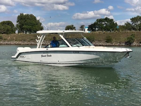 Boston Whaler 320 Vantage Starboard Profile