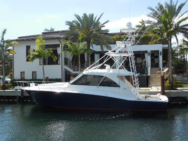 Cabo yachts 44 HTX Hardtop Express Profile