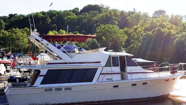 Bayliner 4588 Pilothouse Starboard View