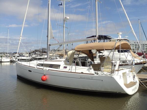 Beneteau 37 RAVEN dockside