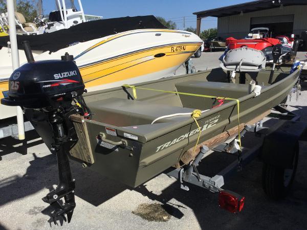 Tracker Topper 1232 Riveted Jon Boat
