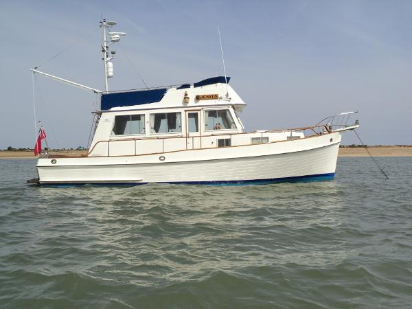 Grand Banks 36 Sedan Starboard side