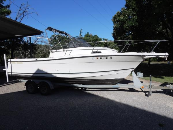 Bayliner 2352 Trophy Stb. Side